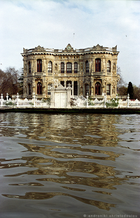Villas of wealthy Turkish families lie on the Bosporus shore..ISTANBUL, Androniki Christodoulou/WorldPictureNews