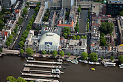 Nederland, Amsterdam, Centrum, 25-05-2010. Binnenstad met aan de Amstel theater Carre en Amstelsluizen, achter Carre de Onbekende gracht, links de Nieuwe Prinsengracht.Overview of the city, the river Amstel with Carre theater...luchtfoto (toeslag), aerial photo (additional fee required).foto/photo Siebe Swart