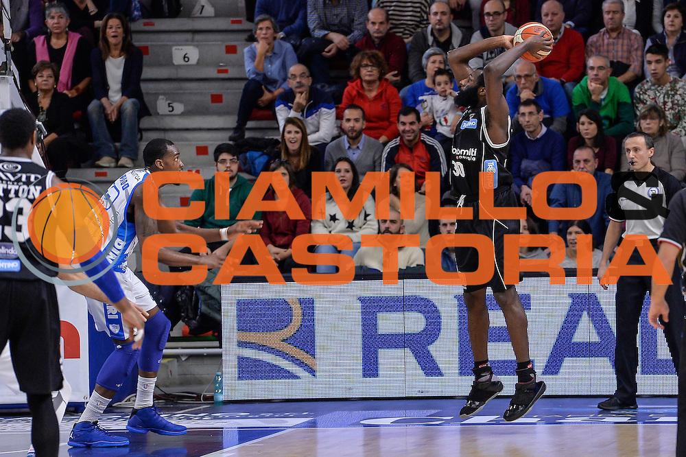 DESCRIZIONE : Campionato 2015/16 Serie A Beko Dinamo Banco di Sardegna Sassari - Dolomiti Energia Trento<br /> GIOCATORE : Julian Wright<br /> CATEGORIA : Tiro Controcampo<br /> SQUADRA : Dolomiti Energia Trento<br /> EVENTO : LegaBasket Serie A Beko 2015/2016<br /> GARA : Dinamo Banco di Sardegna Sassari - Dolomiti Energia Trento<br /> DATA : 06/12/2015<br /> SPORT : Pallacanestro <br /> AUTORE : Agenzia Ciamillo-Castoria/L.Canu