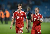 FUSSBALL   CHAMPIONS LEAGUE   SAISON 2013/2014   Vorrunde Manchester City - FC Bayern Muenchen        02.10.2013 Thomas Mueller (li, FC Bayern Muenchen) und Philipp Lahm (FC Bayern Muenchen) sind zufrieden nach dem Spiel