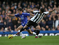 Photo: Lee Earle.<br /> Chelsea v Newcastle United. The Barclays Premiership.<br /> 19/11/2005. Chelsea's Joe Cole (L) battles with Emre.