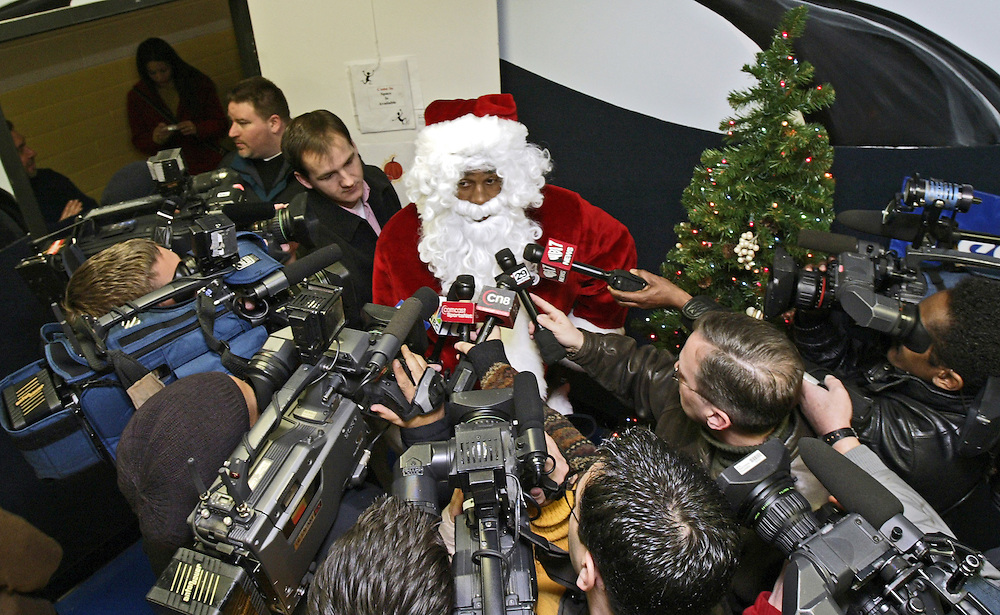 8 December 2003: Philadelphia Eagles quarterback, Donovan McNabb dressed up as Santa Claus and handed out gifts to boys and girls at the Children's Crisis Treatment Center in Philadelphia, PA...Mandatory Credit: Drew Hallowell