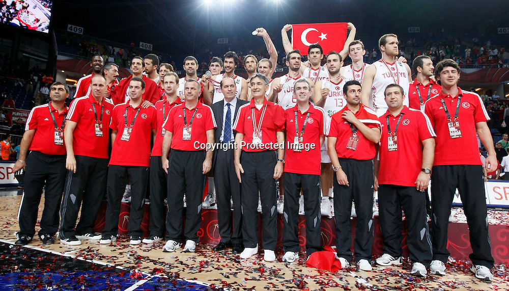 Turkey vs USA, Day 16 of the<br /> 2010 FIBA World Championship<br /> in Istanbul, Turkey, 12 September<br /> 2010, First place / Gold medal game<br /> Turkey silver medal<br /> photo: FIBA/Castoria/M.Metlas