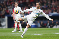 Cristian Ronaldo (C) jugador del Real Madrid tira a portería.en el Atlético de Madrid vs Real Madrid jornada 12 del futbol español realizado en el estadio SWanda metropolitano. Madrid, Spain 18/11/2017. Partido finaliza 0-0.Foto: Juan Carlos Rojas..Cristiano Ronaldo (R) players of Real Madrid shot.At Atlético de Madrid during the Spanish league football match  12 between Atlético de Madrid vs Real Madrid at Wanda Metropolitano  stadium in Madrid, Spain, November 18 2017. (Credit Image: © Juan Carlos Rojas/Xinhua via ZUMA Wire)