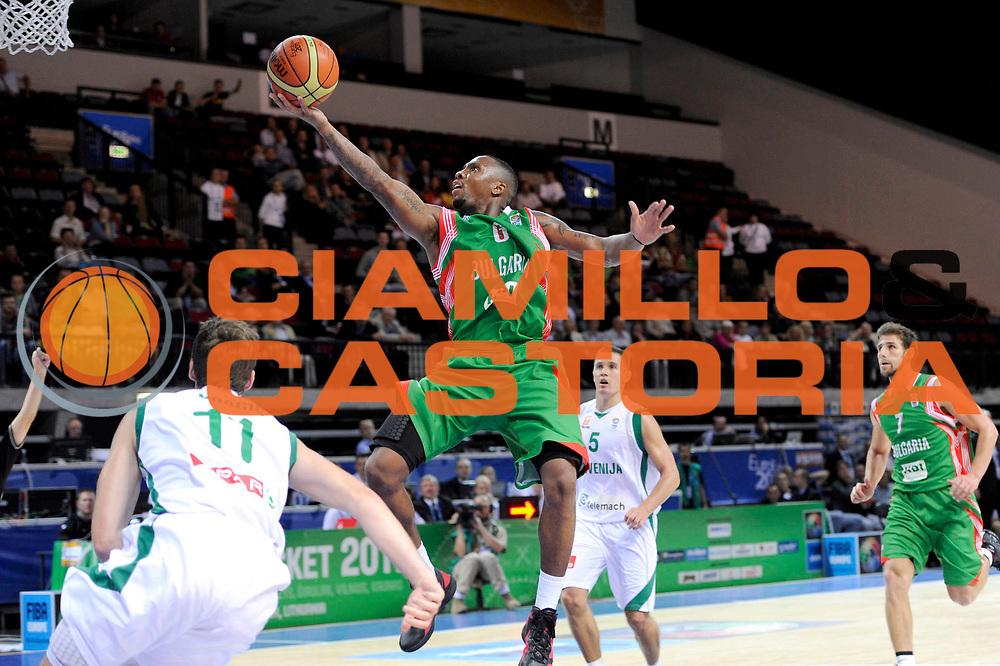 DESCRIZIONE : Klaipeda Lithuania Lituania Eurobasket Men 2011 Preliminary Round Slovenia Bulgaria<br /> GIOCATORE : Earl Rowland<br /> SQUADRA : Slovenia Bulgaria<br /> EVENTO : Eurobasket Men 2011<br /> GARA : Slovenia Bulgaria<br /> DATA : 31/08/2011<br /> CATEGORIA : tiro penetrazione<br /> SPORT : Pallacanestro <br /> AUTORE : Agenzia Ciamillo-Castoria/C.De Massis<br /> Galleria : Eurobasket Men 2011<br /> Fotonotizia : Klaipeda Lithuania Lituania Eurobasket Men 2011 Preliminary Round Slovenia Bulgaria<br /> Predefinita :