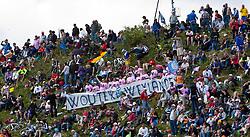 21-05-2011 WIELRENNEN: GIRO D ITALIA: MONTE ZONCOLAN<br />  Fans gedenken an den verstorbenen Wouter Weylandt<br /> *** NETHERLANDS ONLY***<br /> ©2011-FotoHoogendoorn.nl/EXPA/J. Feichter