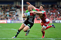 Harlequins fullback Mike Brown runs in his second try of the match - Photo mandatory by-line: Patrick Khachfe/JMP - Tel: Mobile: 07966 386802 12/10/2013 - SPORT - RUGBY UNION - Twickenham Stoop - London - Harlequins V Scarlets - Heineken Cup