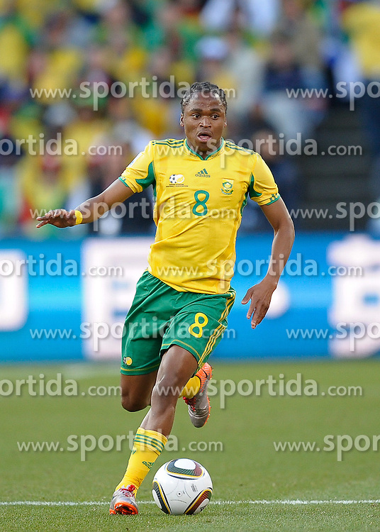 Siphiwe Tshabalala of South Africa in action, France v South Africa, FIFA World Cup 2010 Group A, Free State Stadium, Bloemfontein, South Africa, Date 22062010 Picture by Marc Atkins Mobile +27 8200 97621 (IPS PHOTO AGENCY) - 21 Delisle road - London SE28 0JD- tel: 020 88 55 1 008 - fax: 020 88 55 1037 - ISDN: 020 88 55 1039. / SPORTIDA PHOTO AGENCY