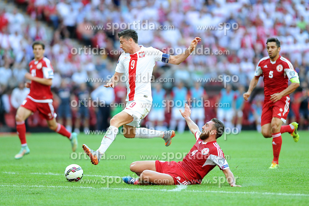 13.06.2015, Nationalstadion, Warschau, POL, UEFA Euro 2016 Qualifikation, Polen vs Greorgien, Gruppe D, im Bild ROBERT LEWANDOWSKI (L), GURAM KASHIA (P) // during the UEFA EURO 2016 qualifier group D match between Poland and Greorgia at the Nationalstadion in Warschau, Poland on 2015/06/13. EXPA Pictures &copy; 2015, PhotoCredit: EXPA/ Newspix/ MICHAL STANCZYK / CYFRASPORT<br /> <br /> *****ATTENTION - for AUT, SLO, CRO, SRB, BIH, MAZ, TUR, SUI, SWE only*****