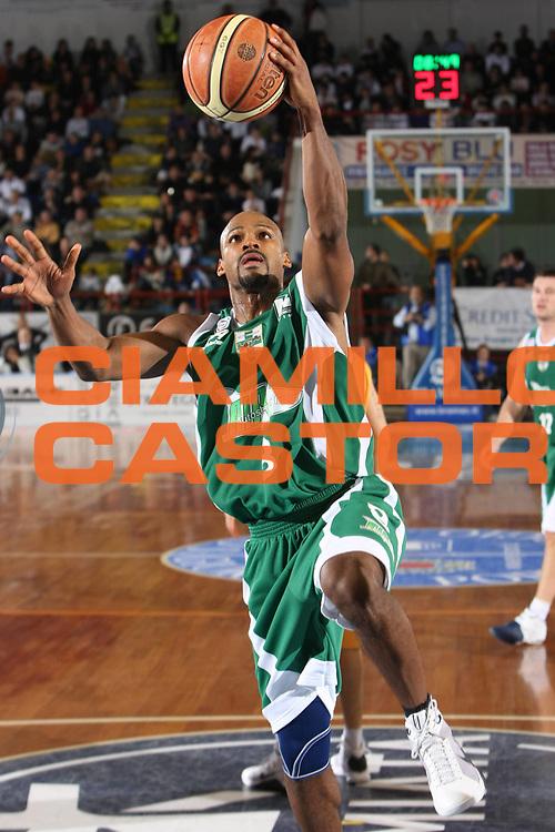 DESCRIZIONE : Porto San Giorgio Lega A1 2008-09 Premiata Montegranaro Air Avellino<br /> GIOCATORE : Travis Best<br /> SQUADRA : Air Avellino<br /> EVENTO : Campionato Lega A1 2008-2009<br /> GARA : Premiata Montegranaro Air Avellino<br /> DATA : 30/11/2008<br /> CATEGORIA : Tiro <br /> SPORT : Pallacanestro<br /> AUTORE : Agenzia Ciamillo-Castoria/C.De Massis<br /> Galleria : Lega Basket A1 2008-2009<br /> Fotonotizia : Porto San Giorgio Campionato Italiano Lega A1 2008-2009 Premiata Montegranaro Air Avellino<br /> Predefinita :