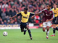 Lauren (Arsenal) holds off Frederic Kanoute (West Ham). West Ham United 1:2 Arsenal. FA Premiership, 21/10/2000. Credit: Colorsport.