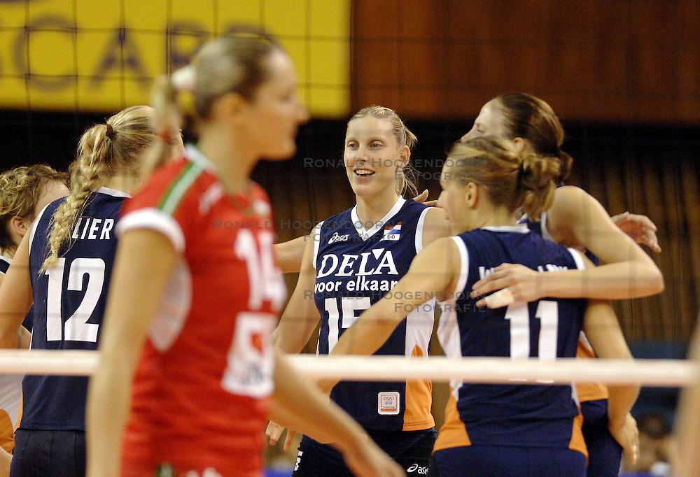 27-09-2006 VOLLEYBAL: KWALI WGP2007: NEDERLAND - BULGARIJE: VARNA<br /> Nederland wint vrij eenvoudig van Bulgarije met 3-0 / Ingrid Visser<br /> &copy;2006: WWW.FOTOHOOGENDOORN.NL