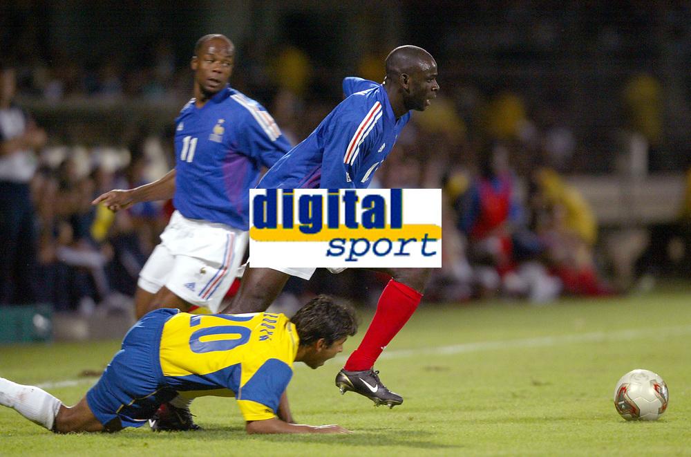 FOOTBALL - CONFEDERATIONS CUP 2003 - GROUP A - 030618 - FRANCE v COLUMBIA - LILIAN THURAM (FRA) / GERARDO BEDOYA (COL) - PHOTO GUY JEFFROY / DIGITALSPORT
