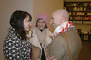 Anna Mercedes, Carole des Bois and Alastair Lawrie, Dexter Dalwood, Gagosian Gallery. 14 December 2006. ONE TIME USE ONLY - DO NOT ARCHIVE  © Copyright Photograph by Dafydd Jones 248 CLAPHAM PARK RD. LONDON SW90PZ.  Tel 020 7733 0108 www.dafjones.com