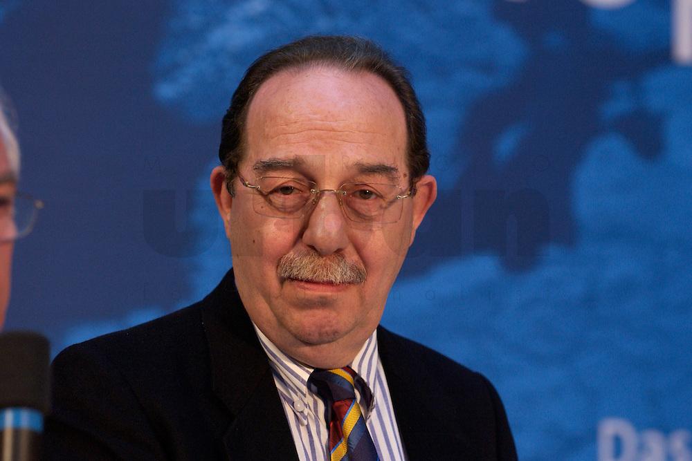 30 MAR 2004, BERLIN/GERMANY:<br /> Esref Uensal, Vorsitzender des tuerkischen Unternehmerverbandes ATIAD, Empfang der Initiative Neue Inlaender der SPD, Willy-Brandt-Haus<br /> IMAGE: 20040330-04-024<br /> KEYWORDS: Neue Inl&auml;nder, T&uuml;rken, Tuerken, Esref &Uuml;nsal,