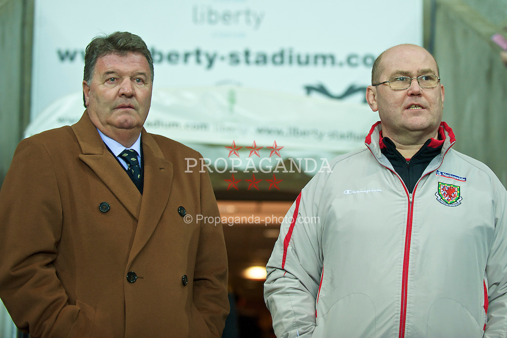 SWANSEA, WALES - Wednesday, March 3, 2010: Wales' manager John Toshack MBE and Medical Officer Doctor Mark Ridgewell during the international friendly match at the Liberty Stadium. (Photo by David Rawcliffe/Propaganda)