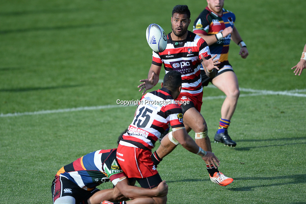 Counties Manukau player Toni Pulu passes the ball to Frank Halai during the ITM Cup match between North Harbour and Counties Manukau. QBE Stadium, Auckland, New Zealand. Saturday 12 September 2015. Copyright Photo: Raghavan Venugopal / www.photosport.nz