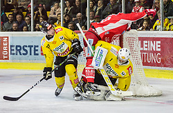 16.04.2019, Stadthalle, Klagenfurt, AUT, EBEL, EC KAC vs Vienna Capitals, Finale, 2. Spiel, im Bild Patrick MULLEN (spusu Vienna CAPITALS, #77), Jean-Philippe Amoureux, (spusu Vienna CAPITALS, #1), Niki KRAUS (EC KAC, #80) // during the Erste Bank Icehockey 2nd final match between EC KAC and Vienna Capitals at the Stadthalle in Klagenfurt, Austria on 2019/04/16. EXPA Pictures © 2019, PhotoCredit: EXPA/ Gert Steinthaler