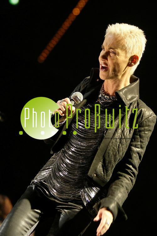 Mannheim. SAP Arena. Konzert. Nokia Night of the Proms 2009.<br /> In diesem Jahr wird John Miles einen wunderbaren Titel von Ray Charles singen: &igrave;If I could&icirc;. Miles ist ein grofler Fan von Ray Charles und hat sich diesen Song ausgesucht, da ihn der Text sehr ber&cedil;hrt.<br /> - Roxette / Sieben Jahre nach der krankheitsbedingten Absage ihres Auftritts bei der Nokia Night Of The Proms feiern Roxette exklusiv im Rahmen der diesj&permil;hrigen &Ntilde;Klassik trifft Pop&igrave;-Tournee ihr internationales B&cedil;hnen-Comeback. Mit Roxette konnte das erfolgreichste schwedische Pop-Duo aller Zeiten f&cedil;r die Jubil&permil;umstournee 2009 gewonnen werden. Mit Songs wie &Ntilde;It Must Have Been Love&igrave;, &Ntilde;The Look&igrave;, &Ntilde;Listen To Your Heart&igrave;, &Ntilde;Joyride&igrave;, &Ntilde;How Do You Do&igrave;, &Ntilde;Almost Unreal&igrave;, &Ntilde;Crash! Boom! Bang&igrave;, &Ntilde;Sleeping In My Car&igrave;, &Ntilde;Run To You&igrave; und &Ntilde;Wish I Could Fly&igrave; st&cedil;rmten sie die deutschen Charts und verkauften &cedil;ber 55 Millionen Alben.<br /> <br /> <br /> Bild: Markus Proflwitz / masterpress /  <br /> <br /> ++++ Archivbilder und weitere Motive finden Sie auch in unserem OnlineArchiv. www.masterpress.org oder &cedil;ber das Metropolregion Rhein-Neckar Bildportal   ++++ *** Local Caption *** masterpress Mannheim - Pressefotoagentur<br /> Markus Proflwitz<br /> C8, 12-13<br /> 68159 MANNHEIM<br /> +49 621 33 93 93 60<br /> info@masterpress.org<br /> Dresdner Bank<br /> BLZ 67080050 / KTO 0650687000<br /> DE221362249