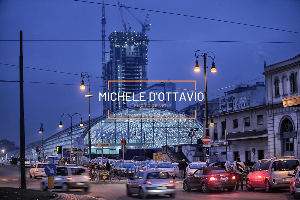 stazione Porta Susa sullo sfondo il cantiere del grattacielo di Intesa sanpaolo  28 gennaio 2013