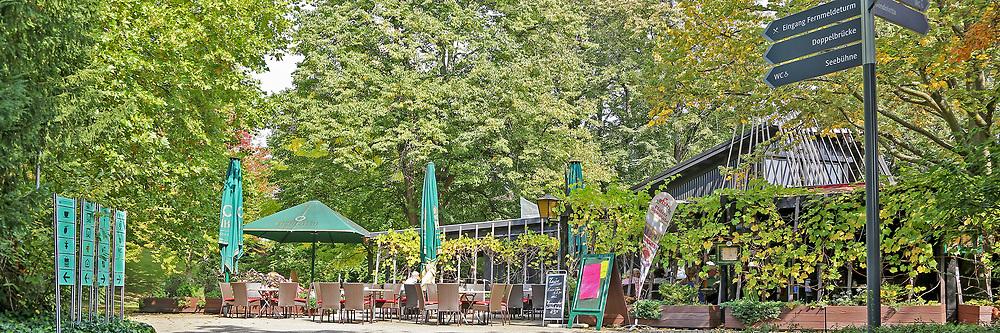 Mannheim. 28.09.17   27 Millionen f&uuml;r die Stadtparks<br /> Luisenpark. Bis 2025, wenn die Bundesgartenschau 1975 dann 50 Jahre zur&uuml;ckliegt, sollen in den Luisenpark 27 Millionen Euro investiert werden. Herzst&uuml;ck ist ein neues Erlebniszentrum rund um das Pflanzenschauhaus, das umfangreich modernisiert und ausgebaut werden soll - mit Restaurant, Insektarium sowie einem &uuml;berdachten, geheizten Ruhe- und Entspannungsbereich.<br /> <br /> <br /> BILD- ID 1047  <br /> Bild: Markus Prosswitz 28SEP17 / masterpress (Bild ist honorarpflichtig - No Model Release!)