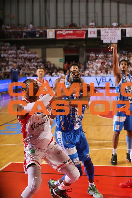 DESCRIZIONE : Reggio Emilia Lega A 2014-15 Grissin Bon Reggio Emilia Banco di Sardegna Sassari finale play off gara 2<br /> GIOCATORE : Shane Lawal<br /> CATEGORIA : tagliafuori<br /> SQUADRA : Banco di Sardegna Sassari<br /> EVENTO : Campionato Lega A 2014-2015<br /> GARA : Grissin Bon Reggio Emilia Banco di Sardegna Sassari<br /> DATA : 16/06/2015<br /> SPORT : Pallacanestro <br /> AUTORE : Agenzia Ciamillo-Castoria/E.Rossi<br /> Galleria : Lega Basket A 2014-2015 <br /> Fotonotizia : Reggio Emilia Lega A 2014-15 Grissin Bon Reggio Emilia Banco di Sardegna Sassari finale play off gara 2