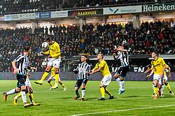 (L-R) Roel Janssen of VVV Venlo, Robin Propper of Heracles Almelo, Ralf Seuntjens of VVV Venlo, Reuven Niemeijer of Heracles Almelo, Lennart Thy of VVV Venlo, Kristoffer Peterson of Heracles Almelo during the Dutch Eredivisie match between Heracles Almelo and VVV Venlo at Polman stadium on October 28, 2017 in Almelo, The Netherlands