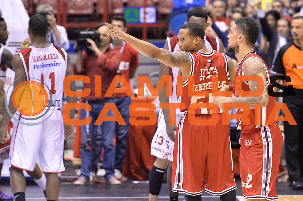 DESCRIZIONE : Campionato 2013/14 Quarti di Finale GARA 2 Olimpia EA7 Emporio Armani Milano - Giorgio Tesi Group Pistoia <br /> GIOCATORE : Curtis Jerrells<br /> CATEGORIA : Esultanza<br /> SQUADRA : EA7 Emporio Armani Milano<br /> EVENTO : LegaBasket Serie A Beko Playoff 2013/2014 <br /> GARA : Olimpia EA7 Emporio Armani Milano - Giorgio Tesi Group Pistoia <br /> DATA : 21/05/2014 <br /> SPORT : Pallacanestro <br /> AUTORE : Agenzia Ciamillo-Castoria / I.Mancini <br /> Galleria : LegaBasket Serie A Beko Playoff 2013/2014 <br /> Fotonotizia : Campionato 2013/14 Quarti di Finale GARA 2 Olimpia EA7 Emporio Armani Milano - Giorgio Tesi Group Pistoia Predefinita :