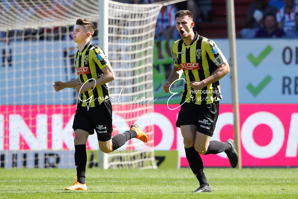 *Matt Miazga* of Vitesse celebrates 1-1 with *Mason Mount* of Vitesse