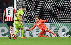 08-12-2015 NED: UEFA CL PSV - CSKA Moskou, Eindhoven<br /> PSV wint met 2-1 en plaatst zich voor de volgende ronde in de CL / Sergei Ignashevish #4 scoort de penalty. Jeroen Zoet #1 kansloos