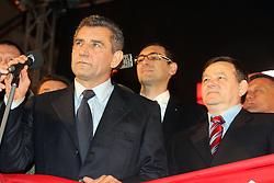 16.11.2012, Hauptplatz, Zagreb, CRO, Freispruch fuer Generaele Gotovina und Markac. Das UNO-Kriegsverbrechertribunal in Den Haag hat heute in einem Berufungsverfahren die zwei zuvor zu 24 bzw. 18 Jahren Haft verurteilten kroatischen Ex-Generäle Ante Gotovina und Mladen Markac freigesprochen, Empfang der Generäle am Hauptplatz. im Bild tausende Kroaten empfangen die beiden freigesprochenen Generäle Ante Gotovina und Mladen Markac am Hauptplatz in Zagreb // thousands of Croats acquitted the two generals Ante Gotovina and Mladen Markac received at the main square in Zagreb. The UN war crimes tribunal in Hague has today acquitted on appeal the two previously sentenced to 24 and 18 years in prison for former Croatian generals Ante Gotovina and Mladen Markac, Main square, Croatia on 2012/11/16. EXPA Pictures © 2012, PhotoCredit: EXPA/ Pixsell/ Borna Filic..***** ATTENTION - OUT OF CRO, SRB, MAZ, BIH and POL *****