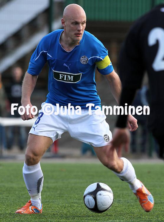 21.4.2011, Kisapuiston tekonurmi, Lahti..Suomen Cup 2011, 7.kierros, FC Lahti - FC TPS Turku..Jarno Heinikangas - TPS.©Juha Tamminen.