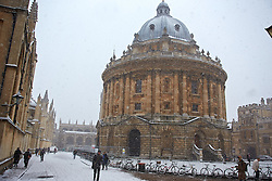© Licensed to London News Pictures.  18/01/2013. OXFORD, UK. General view of the Radcliffe Camera Library in central Oxford during heavy snow. The Met Office has issued an amber warning for heavy snow for a large part of England. Photo credit :  Cliff Hide/LNP