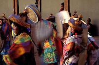 Inde - Province du Jammu Cachemire -  Ladakh - Festival bouddhiste du monastère de Phyang - danse des moines // India. Province of  Jammu Cachemire. Ladakh . Bouddhist festival in the monastery of  Phyang. Dance of monks.