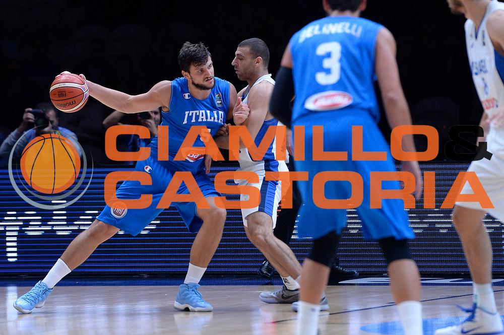 DESCRIZIONE : Lille Eurobasket 2015 Ottavi di Finale Eight Finals Israele Italia Israel Italy<br /> GIOCATORE : Alessandro Gentile<br /> CATEGORIA : palleggio controcampo<br /> SQUADRA : Italia Italy<br /> EVENTO : Eurobasket 2015 <br /> GARA : Israele Italia Israel Italy<br /> DATA : 13/09/2015 <br /> SPORT : Pallacanestro <br /> AUTORE : Agenzia Ciamillo-Castoria/Max.Ceretti<br /> Galleria : Eurobasket 2015 <br /> Fotonotizia : Lille Eurobasket 2015 Ottavi di Finale Eight Finals Israele Italia Israel Italy
