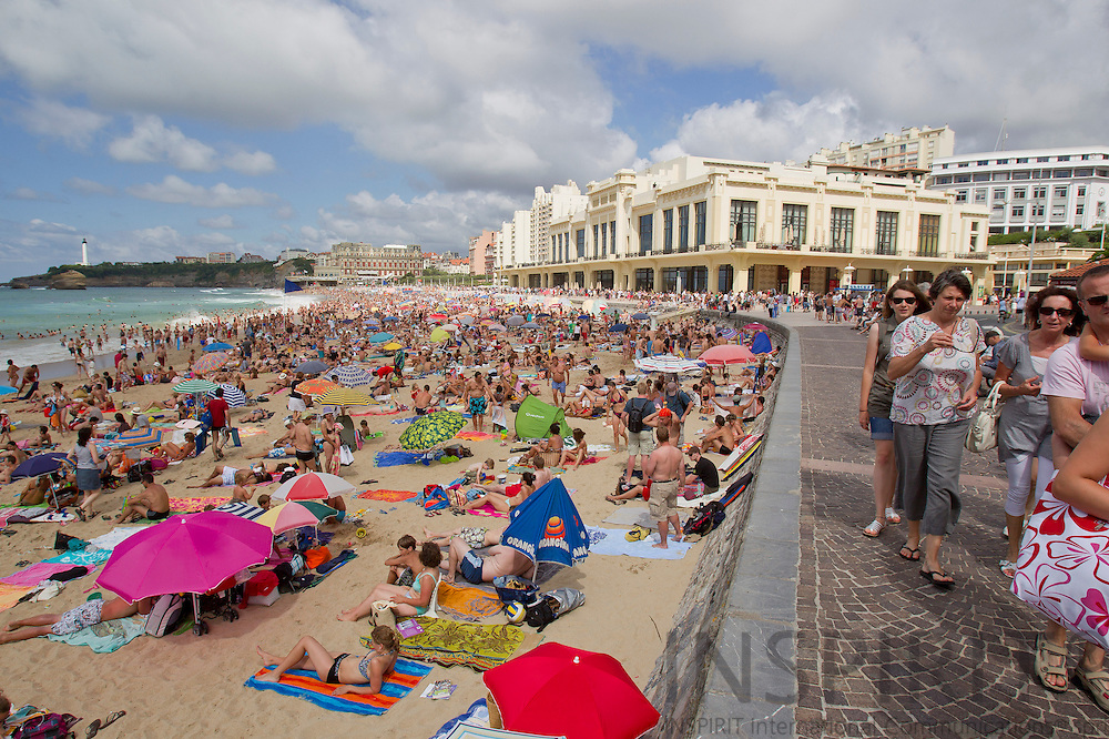 BIARRITZ - FRANCE - 26 JULY 2010 --  A crowded beach during holiday season. PHOTO: ERIK LUNTANG