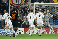 Fotball<br /> Champions League 2004/05<br /> Real Madrid v Roma<br /> 28. september 2004<br /> Foto: Digitalsport<br /> NORWAY ONLY<br /> As Roma Daniele De Rossi (covered) scores goal of 0-1
