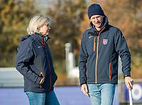 AMSTELVEEN -  coach Nettie van Maasakker (SCHC) met assistent coach Lucas Judge (SCHC) tijdens de competitie hoofdklasse hockeywedstrijd dames, Pinoke-SCHC (1-8) . COPYRIGHT KOEN SUYK