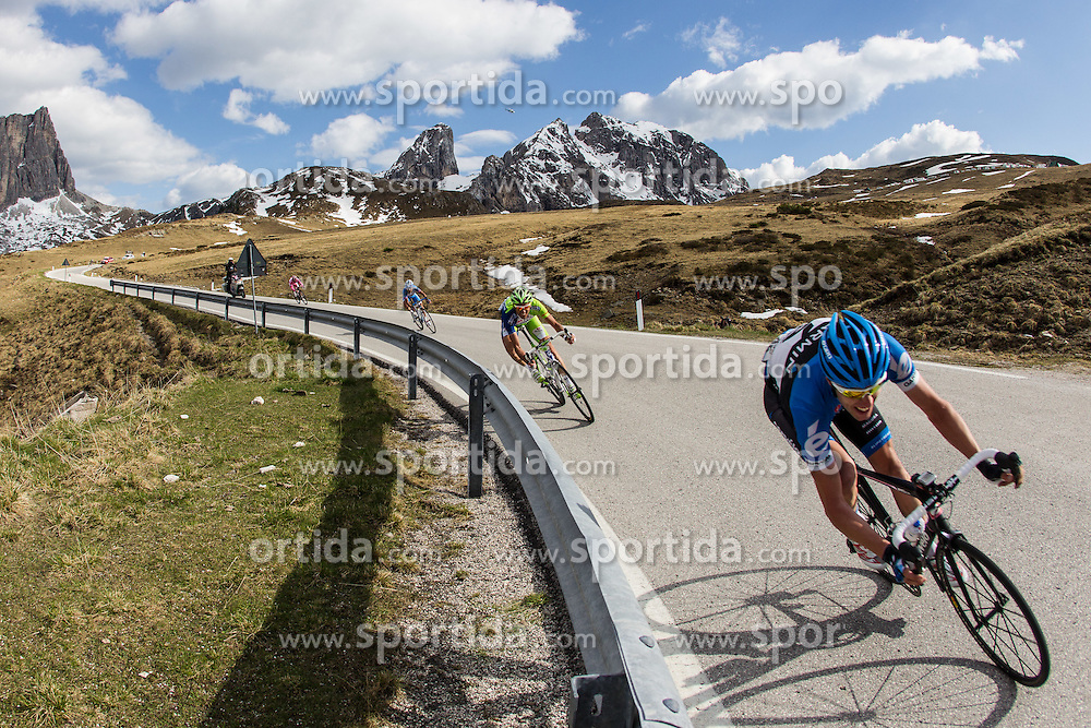 23.05.2012, Passo Giau, Cortina, ITA, Giro d' Italia 2012, 17. Etappe, Pfalzen - Cortina d'Ampezzo, am Passo Giau, im Bild Ryder Hesjedal (CAN, Garmin Barracuda) // Ryder Hesjedal of Canada (Garmin Barracuda) during Giro d' Italia 2012 at Stage 17 Pfalzen - Cortina d Ampezzo, at Passo Giau, Cortina, Italy on 2012/05/23. EXPA Pictures © 2012, PhotoCredit: EXPA/ J. Groder