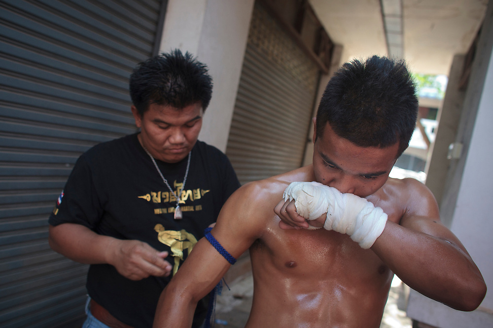 Thailand's Muay thai fighter, prepare before the traditional Songkran fight between Myanmar and Thailand beside to Myanmar-Thailand friendship bridge, Mae sot, Thailand on Friday, April. 13, 20012. Songkran festival is the Thai traditional New Year from April 13 to 15.