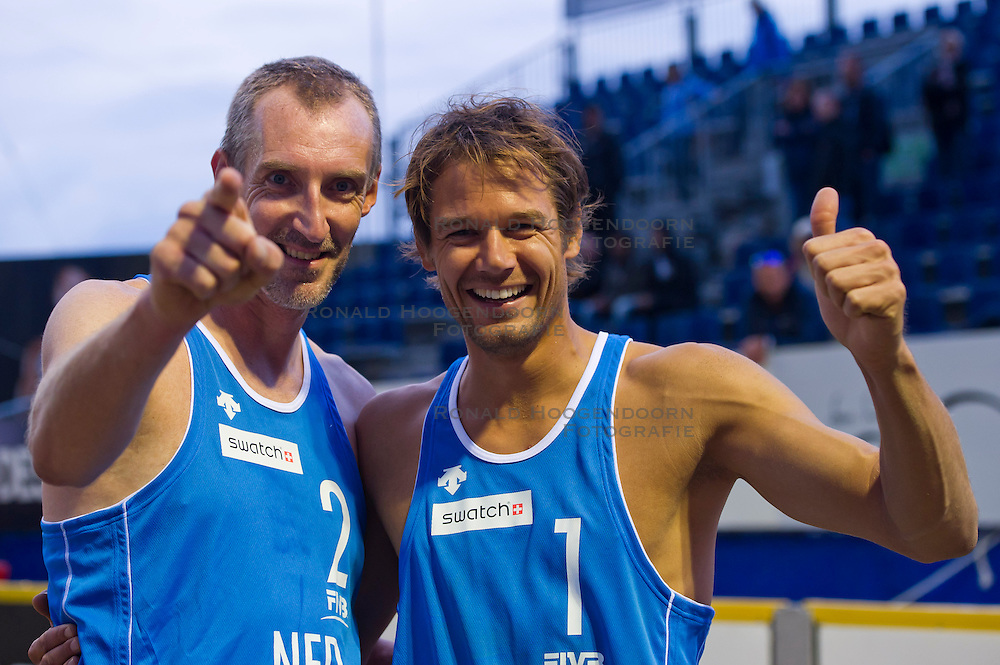 27-08-2011 VOLLEYBAL: SWATCH WORLD TOUR BEACHVOLLEYBALL: SCHEVENINGEN<br /> (L-R) Richard Schuil, Reinder Nummerdor NED<br /> (c)2011-FotoHoogendoorn.nl / Peter Schalk