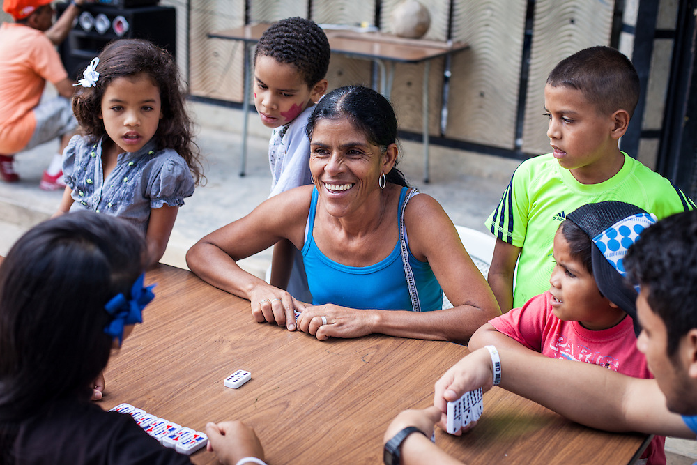 Actividades organizadas por los jóvenes del programa Casa Universitaria Padre Alberto Hurtado (CUPAH) en el barrio San Miguel de la Vega. Caracas, Nov. 16, 2013 (Foto/Ivan Gonzalez)