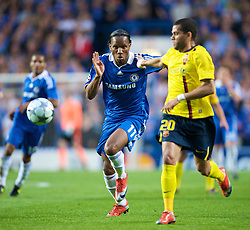 LONDON, ENGLAND - Wednesday, May 6, 2009: Chelsea's Didier Drogba and Barcelona's Daniel Alves during the UEFA Champions League Semi-Final 2nd Leg match at Stamford Bridge. (Photo by David Rawcliffe/Propaganda)