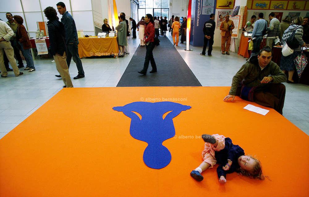 Milano, festival dello yoga al superstudio....Milan, yoga festival.