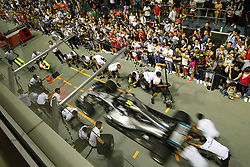 September 13, 2018 - Singapore, Singapore - Motorsports: FIA Formula One World Championship 2018, Grand Prix of Singapore, . pit stop Mercedes AMG Petronas Motorsport  (Credit Image: © Hoch Zwei via ZUMA Wire)