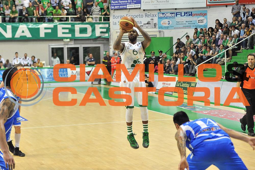 DESCRIZIONE : LegaBasket Serie A 2012-13 Montepaschi Siena - Banco di Sardegna Dinamo Sassari<br /> GIOCATORE : Bobby Brown<br /> CATEGORIA : Tiro<br /> SQUADRA :  Montepaschi Siena<br /> EVENTO : Campionato Serie A<br /> GARA : Montepaschi Siena - Banco di Sardegna Dinamo Sassari<br /> DATA : 05/05/2013<br /> SPORT : Pallacanestro <br /> AUTORE : Agenzia Ciamillo-Castoria / Luigi Canu<br /> Galleria : Lega Basket A 2012-2013  <br /> Fotonotizia : LegaBasket Serie A 2012-13 Montepaschi Siena - Banco di Sardegna Dinamo Sassari<br /> Predefinita :