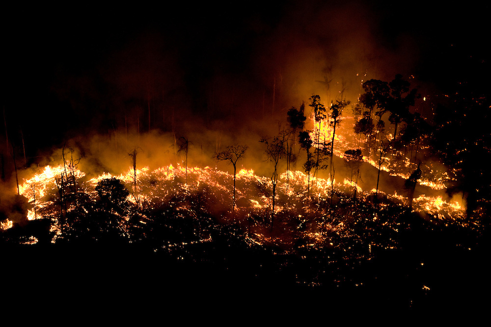 Fires burn the Amazon rainforest to clear the ground for cattle or crop farming in Sao Felix Do Xingu municipality, in Para State, Brazil, August 12, 2008..Daniel Beltra/Greenpeace