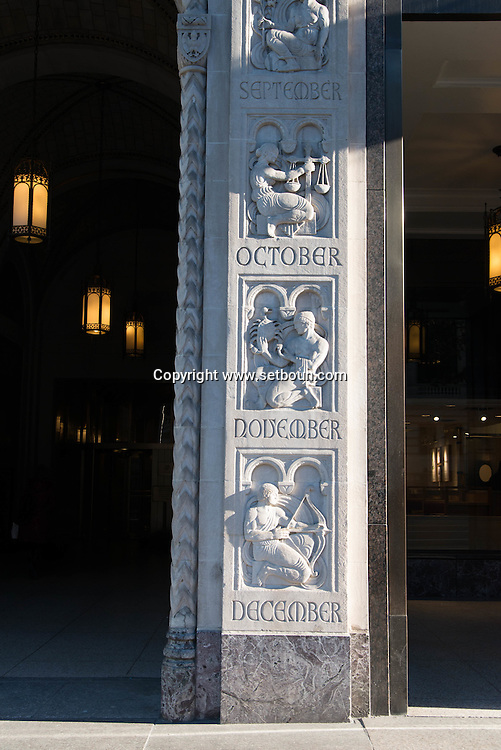 New York. art deco bas relief on 42nd street / sculpture sur un immeuble de la 42 em: rue
