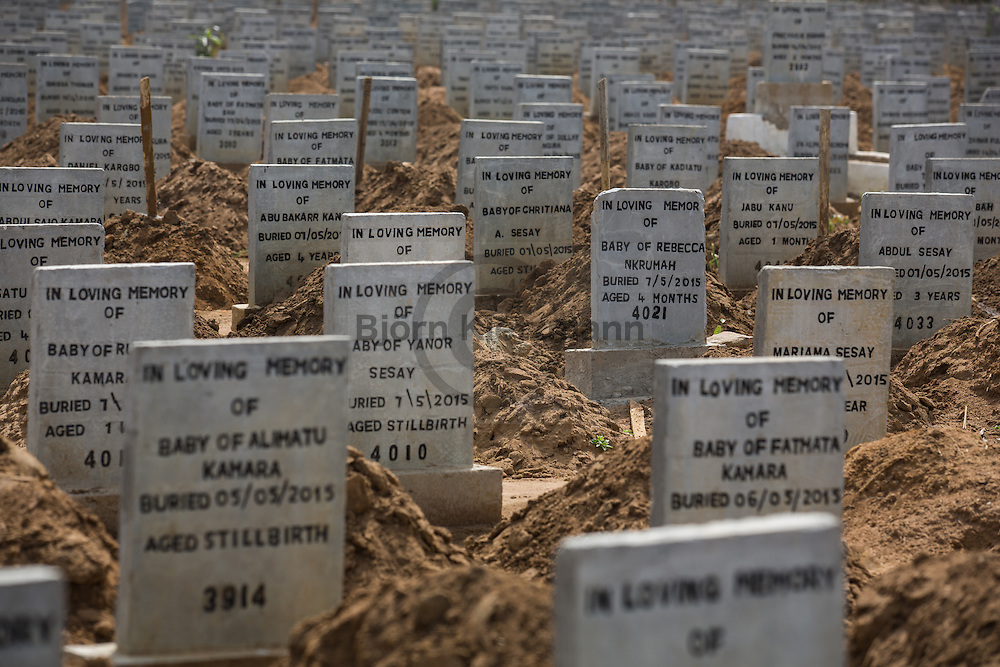 Waterloo, Sierra Leone - 09.12.2015  <br /> <br /> Graveyard for the casualties of the Ebola epidemic south of the Sierra Leone capital Freetown.<br /> <br /> Friedhof f&uuml;r der Ebola-Todesopfer in Waterloo, suedlich der sierra-leonischen Hauptstadt Freetown.<br /> <br /> Photos: Bjoern Kietzmann