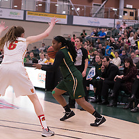 1st year guard Kyia Giles (6) of the Regina Cougars in action during the home game on January  28 at Centre for Kinesiology, Health and Sport. Credit: Arthur Ward/Arthur Images